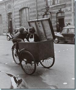 parisdoisneau Beso sobre ruedas.